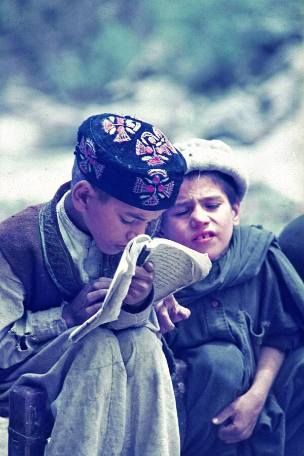nuristani-school-boys-1971