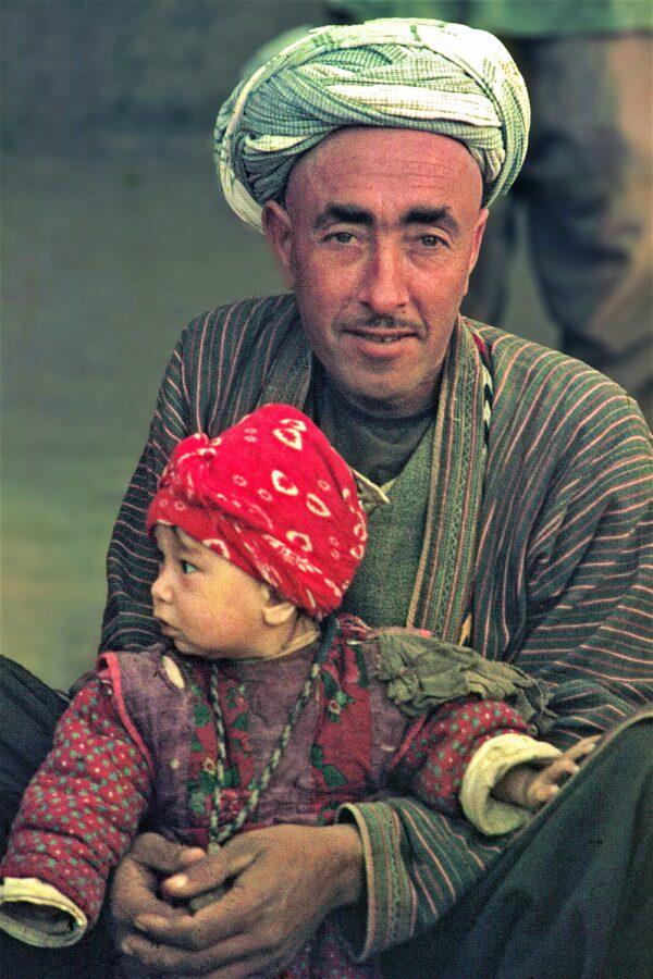 uzbek-father-child-1971