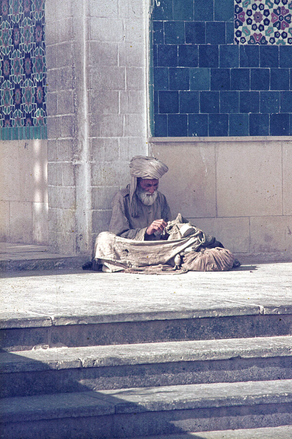 poor-man-at-mosque-1970